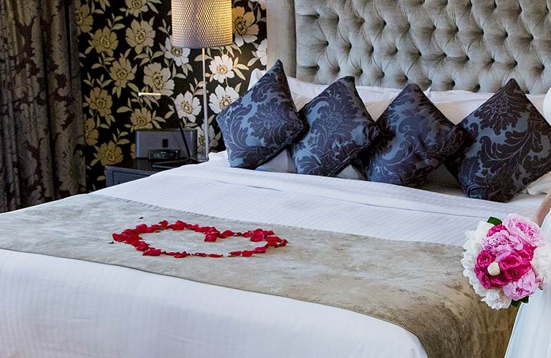Luxury Suite Rooms with a boutique Super King size bed with Sealy Mattress